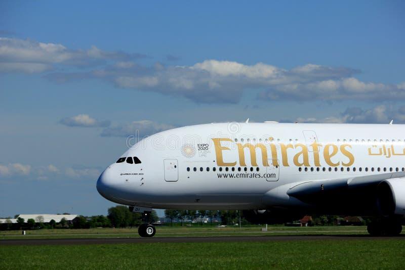 Амстердам Нидерланды - 3-ье мая 2018: Аэробус A380-800 эмиратов A6-EDI стоковое фото rf