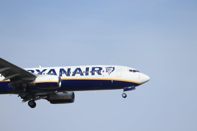 Амстердам, Нидерланд - 30-ое мая 2019: EI-FOF Ryanair Боинг 737-800 стоковая фотография