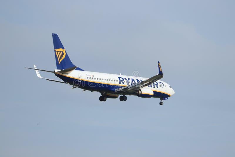 Амстердам, Нидерланд - 30-ое мая 2019: EI-FOF Ryanair Боинг 737-800 стоковое фото rf