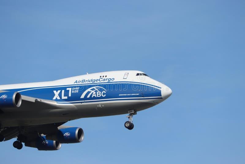 Амстердам, Нидерланд - 30-ое мая 2019: VP-BIK AirBridgeCargo Боинг 747 стоковые фото