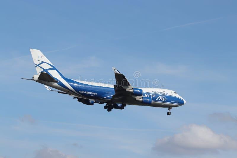 Амстердам, Нидерланд - 30-ое мая 2019: VP-BIK AirBridgeCargo Боинг 747 стоковое изображение