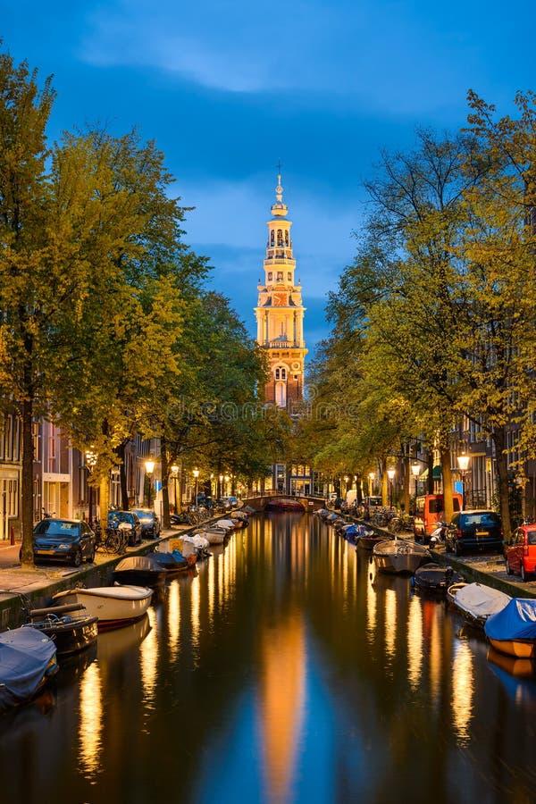 Амстердам на ноче, Нидерландах стоковое изображение rf