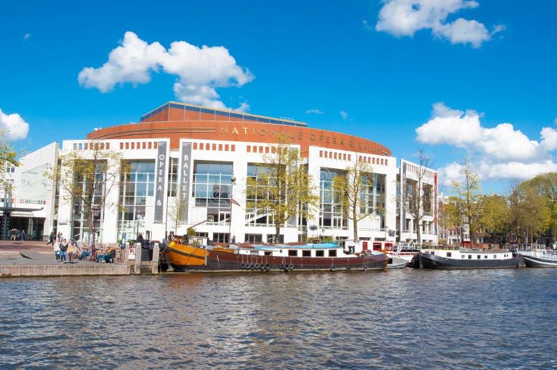 Амстердам 30-ое апреля: Stopera с голландскими национальными оперой & балетом на 30,2015 -го апреля стоковые фото