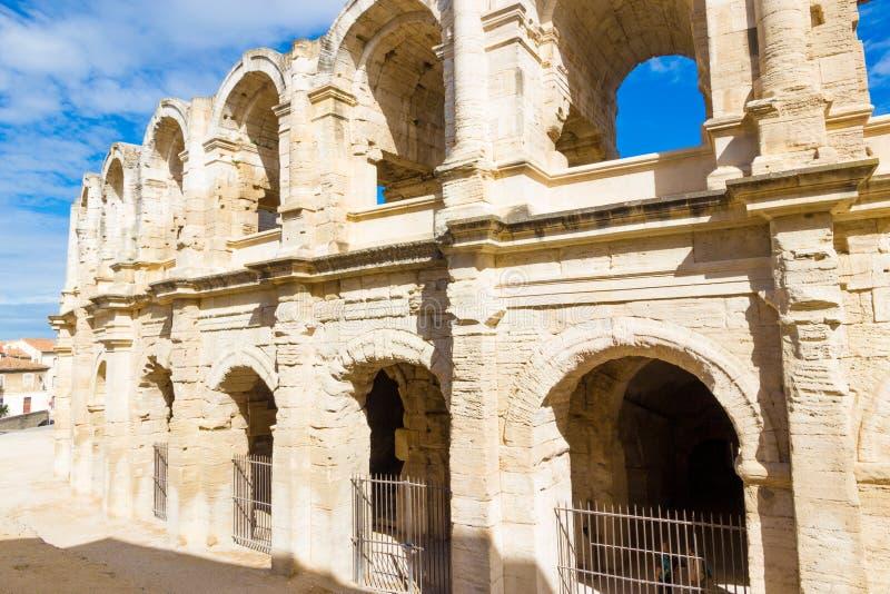 Амфитеатр 'Арлес' на юге Франции в солнечный поздний летний день стоковое фото rf