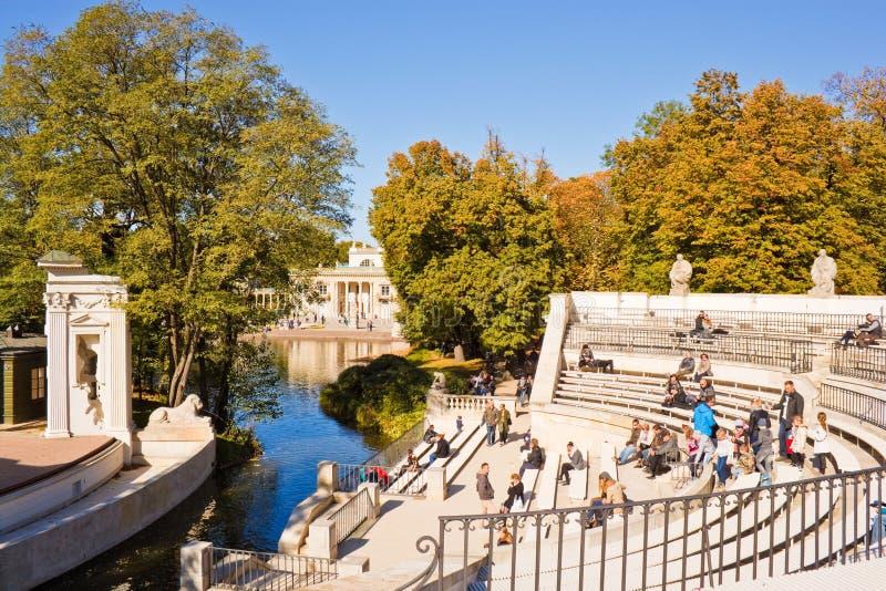 Амфитеатр в парке Lazienki (королевском парке), Варшаве ванн, Польше стоковое фото