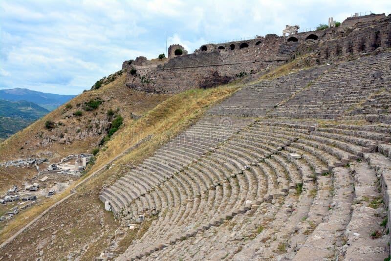 Амфитеатр в руинах древнего города Пергама, Турции стоковая фотография rf