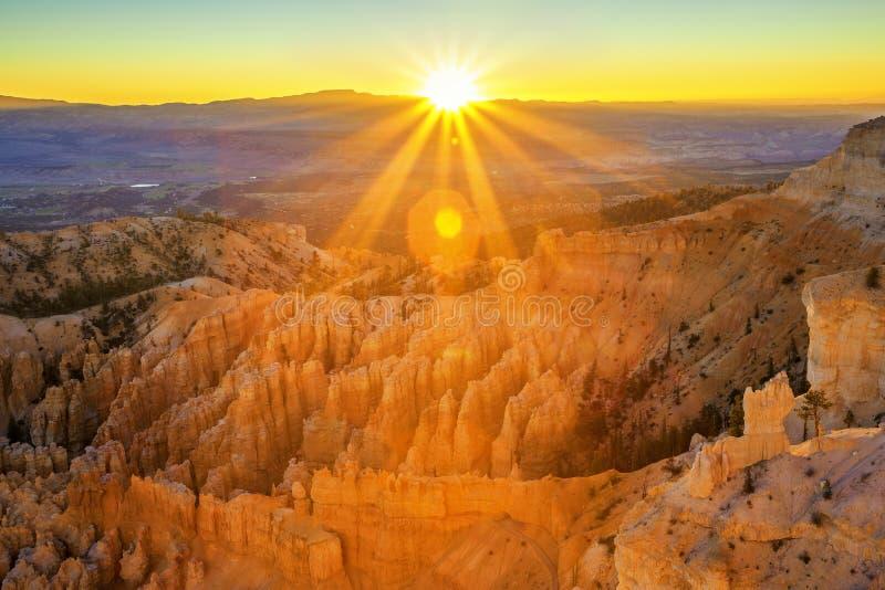 Амфитеатр от пункта воодушевленности, национального парка каньона Bryce стоковые изображения rf