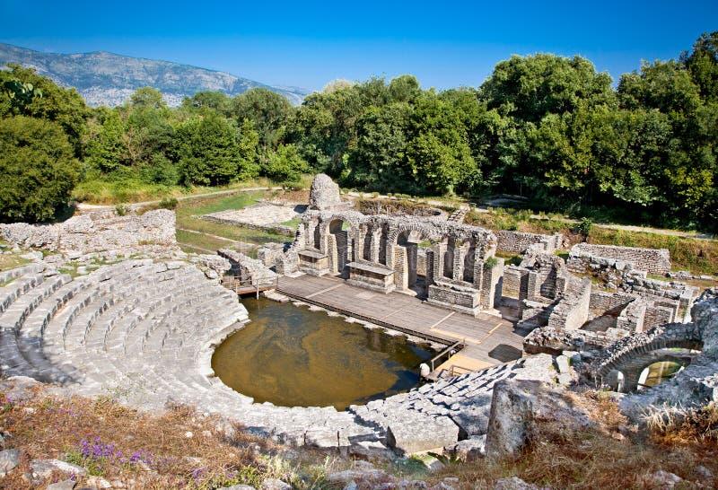 Амфитеатр старого баптистерего на Butrint, Албании стоковые изображения