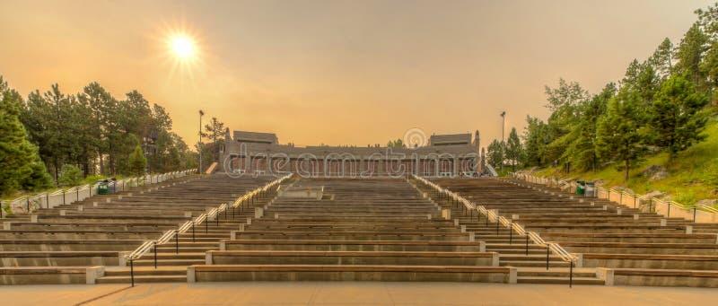 Амфитеатр Mount Rushmore национальный мемориальный стоковые фотографии rf