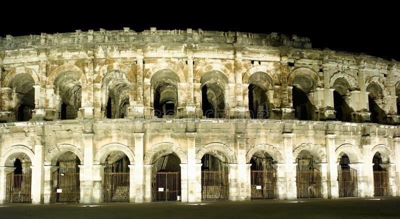 амфитеатр nimes римский стоковое изображение rf