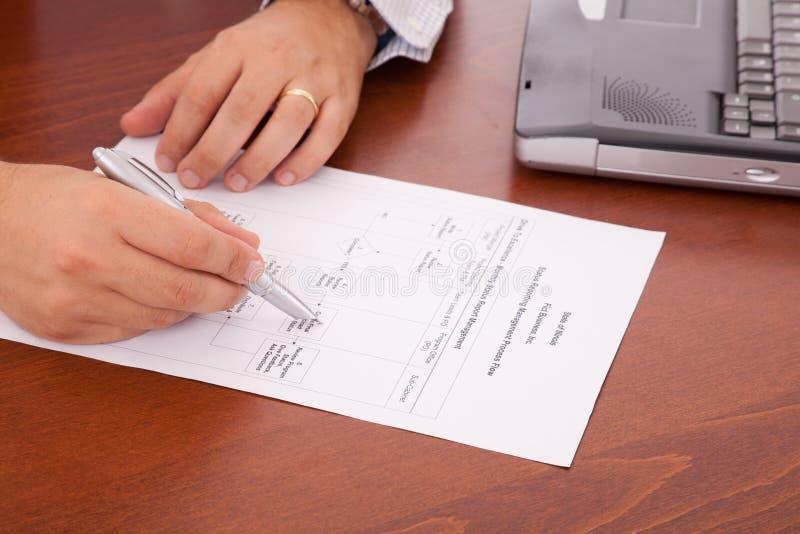 анализировать схему технологического процесса документа стоковое фото rf