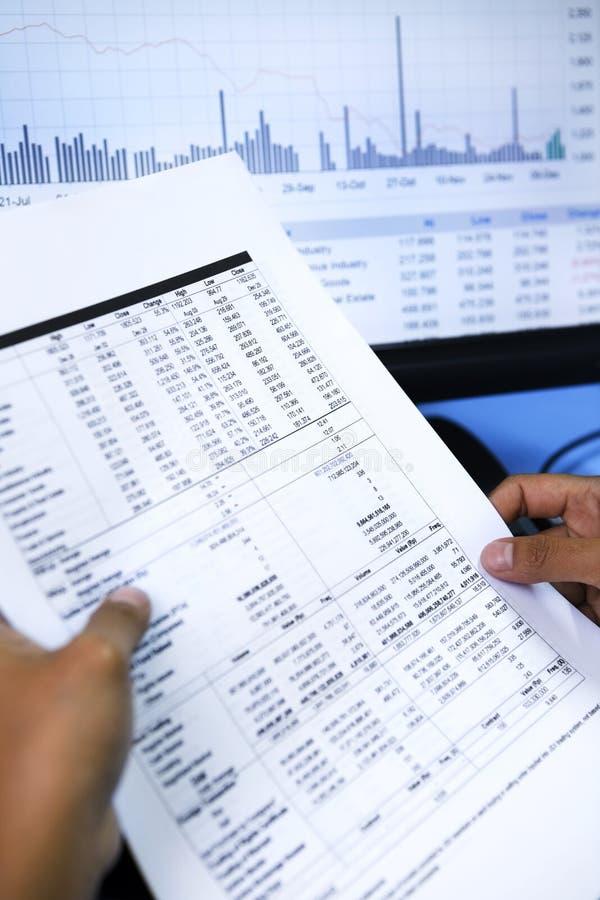 анализировать шток рыночной цены стоковые изображения