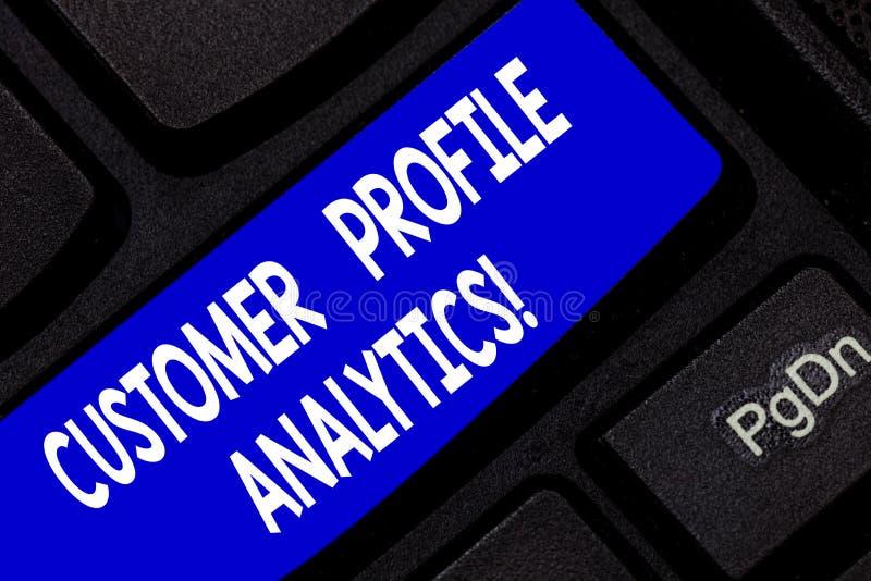 Аналитик конфигурации клиента показа знака текста Схематические конфигурация клиента фото или клавиша на клавиатуре изучения конъ стоковые изображения rf