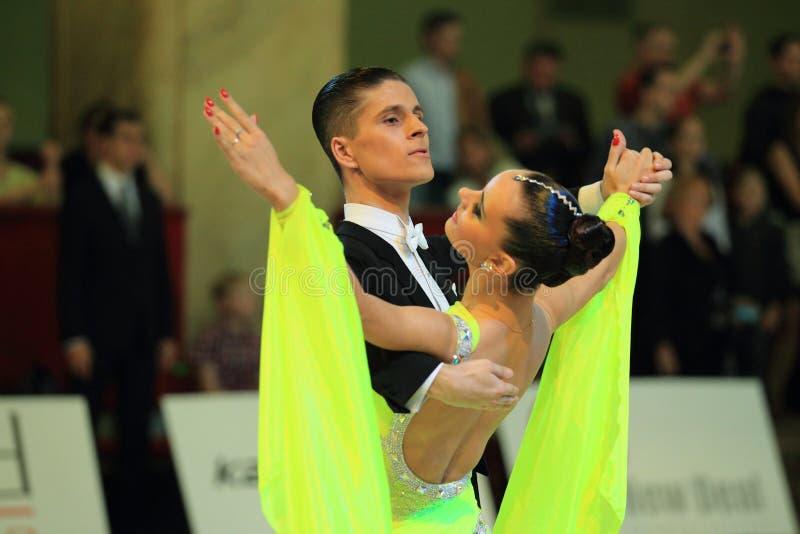 Download Анастасия Glazunova и Alexey Glukhov - стандартные бальные танцы Редакционное Изображение - изображение насчитывающей пары, открыто: 33731005