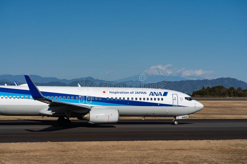 АНА Боинг 737-800 таксируя стоковое изображение rf