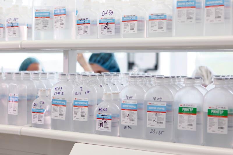 Аналитическая лаборатория на заводе Solopharm стоковое изображение rf