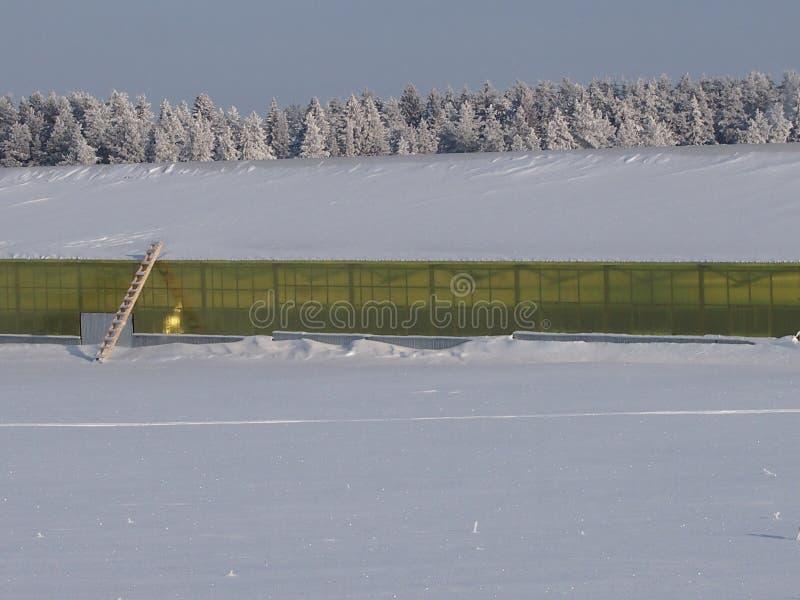 Ангар под снегом стоковые изображения