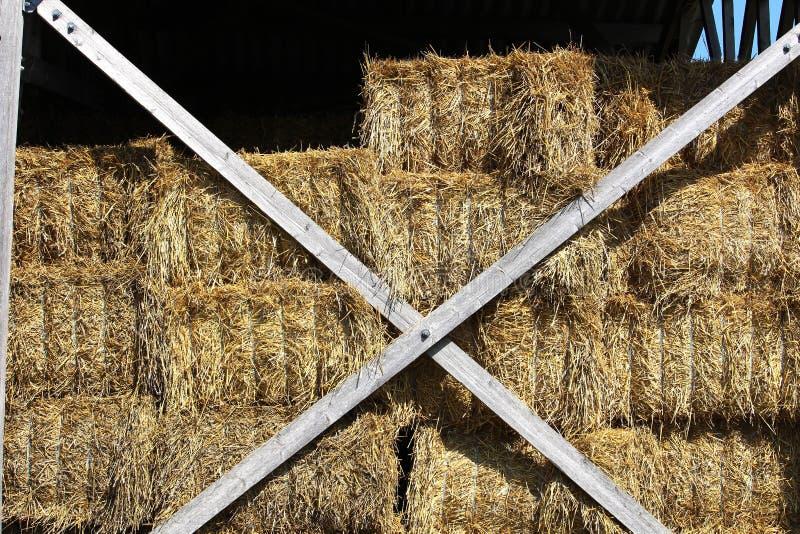 Ангар для хранить ботинки сена используемые для подавать лошади стоковая фотография