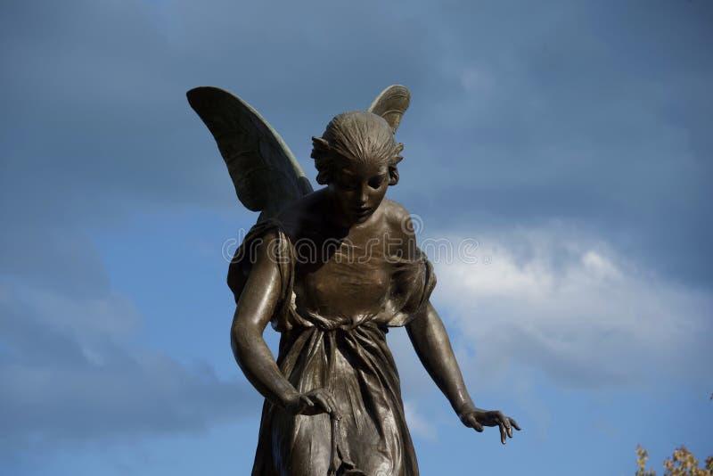 Ангеликовая женская статуя Анджела стоковое изображение rf