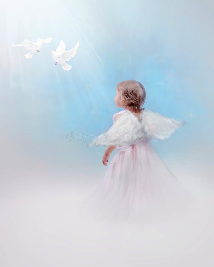 Ангеликовый ребенок с голубями стоковое изображение