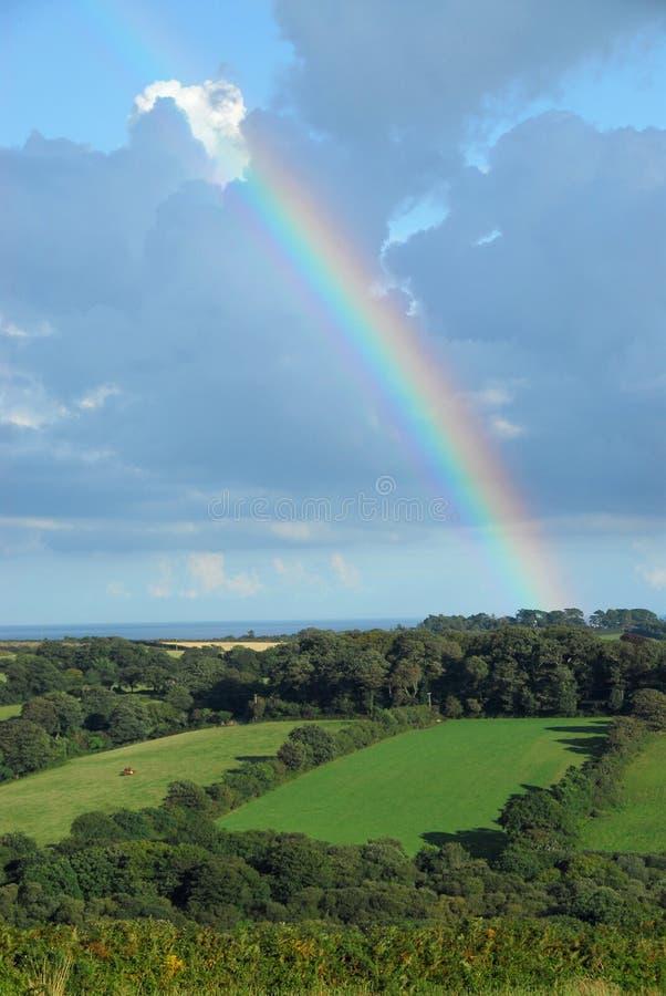 английская язык сельской местности над радугой стоковое фото rf