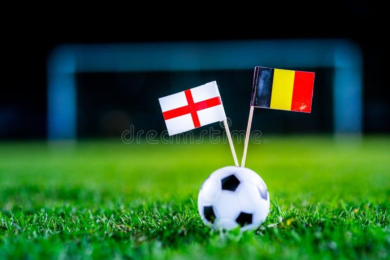 Англия - Бельгия, группа g, Thursday, 28 Футбол -го июнь, кубок мира, Россия 2018, национальные флаги на зеленой траве, белом ба  стоковые изображения