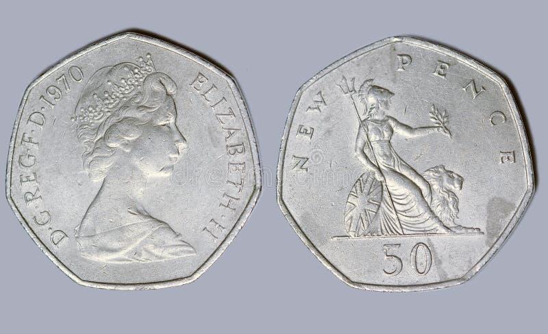 Англия, старые пенни монетки 50 новые стоковое фото