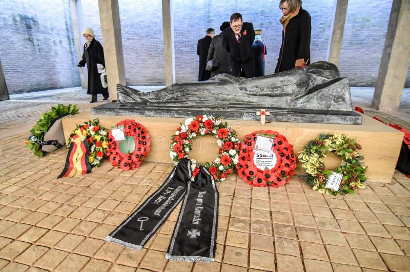 Download Англо-германское обслуживание день памяти погибших в первую и вторую мировые войны Редакционное Стоковое Изображение - изображение: 103718369