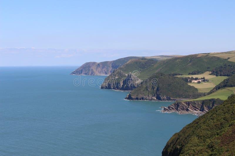 Английская растительность береговой линии скалы hdr стоковые изображения rf