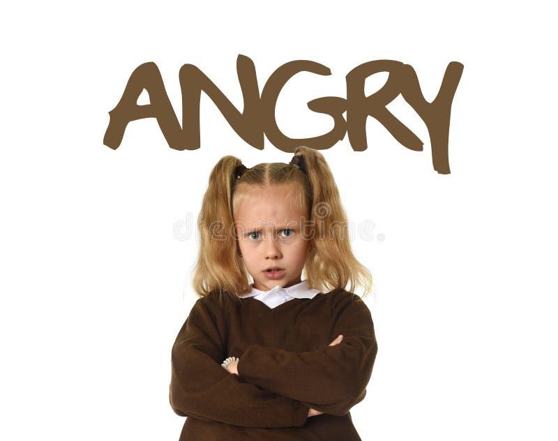 Английская уча карточка терминологии с словом сердитым и портретом сладостной красивой осадки девушки маленького ребенка стоковая фотография rf
