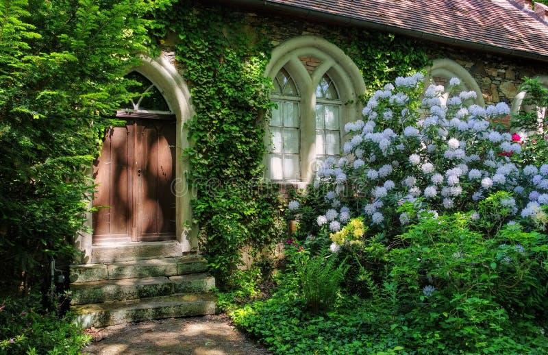 Английские земли cowhouse Woerlitz стоковые фото