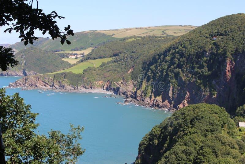 Английские скалы зеленого цвета береговой линии стоковая фотография
