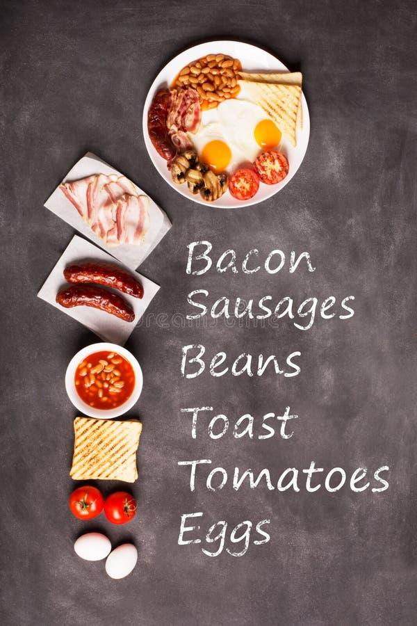 Английский завтрак на черной доске стоковое изображение