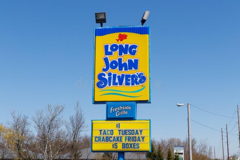 Андерсон - около апрель 2018: Длинное положение фаст-фуда ` s серебра Джона Длинное ` s серебра Джона специализирует в зажаренных стоковые изображения