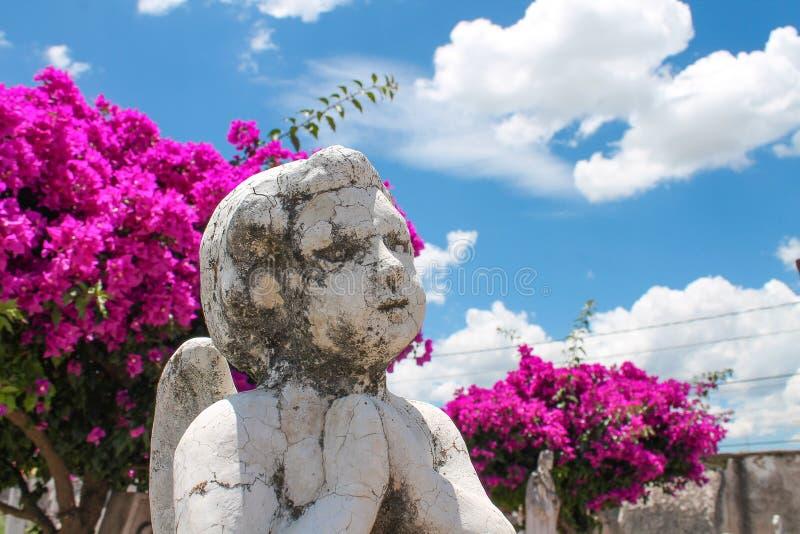 Анджел моля в надгробной плите стоковая фотография rf
