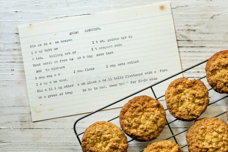 Анзак Biscuits с винтажным шрифтом Recipe Top View стоковая фотография