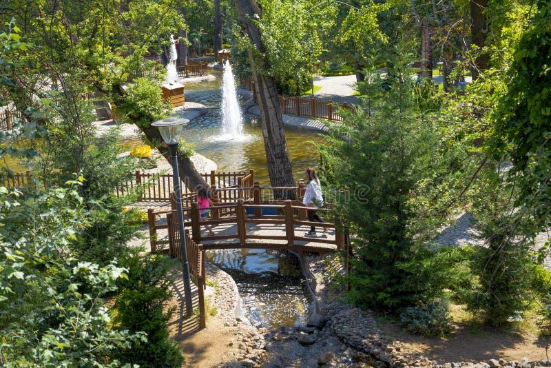 Анкара/Турция - 6-ое июля 2019: Поток пропуская в парке Kugulu который популярное место в регионе Cankaya стоковые изображения