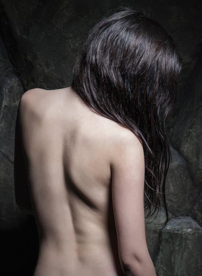 Анонимная привлекательная задняя съемка девушки брюнет стоковая фотография rf