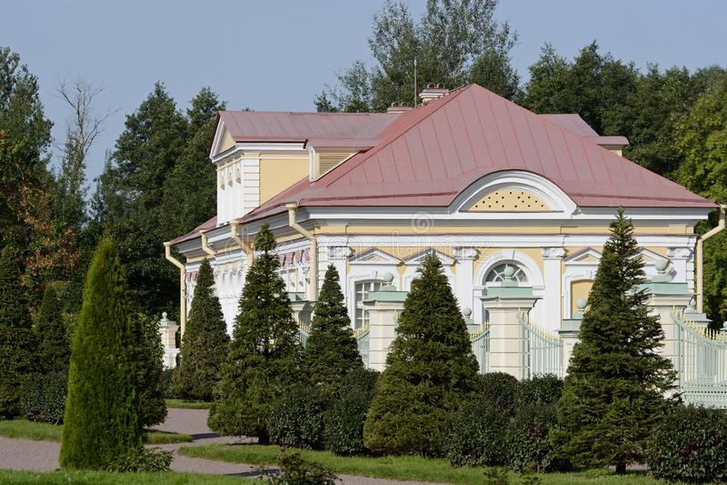 Ансамбль дворца и парка в Oranienbaum уникальный художественный памятник Коттедж императрицы Катрин II стоковая фотография