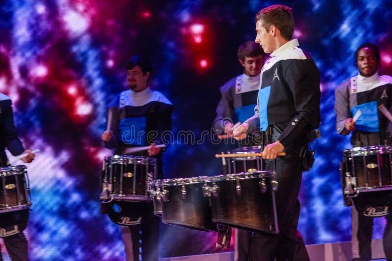 Ансамбль корпуса барабанчика и стекляруса духа играет на конференции Майкрософта стоковое фото