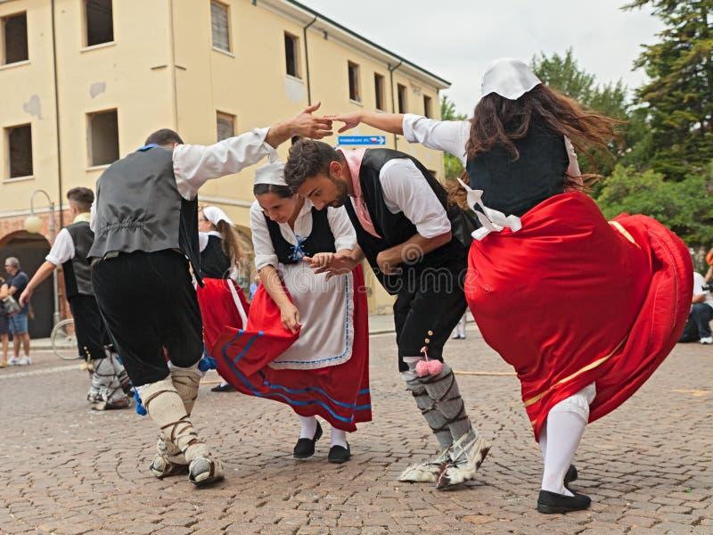 Ансамбль народного танца от Калабрии, Италии стоковая фотография rf