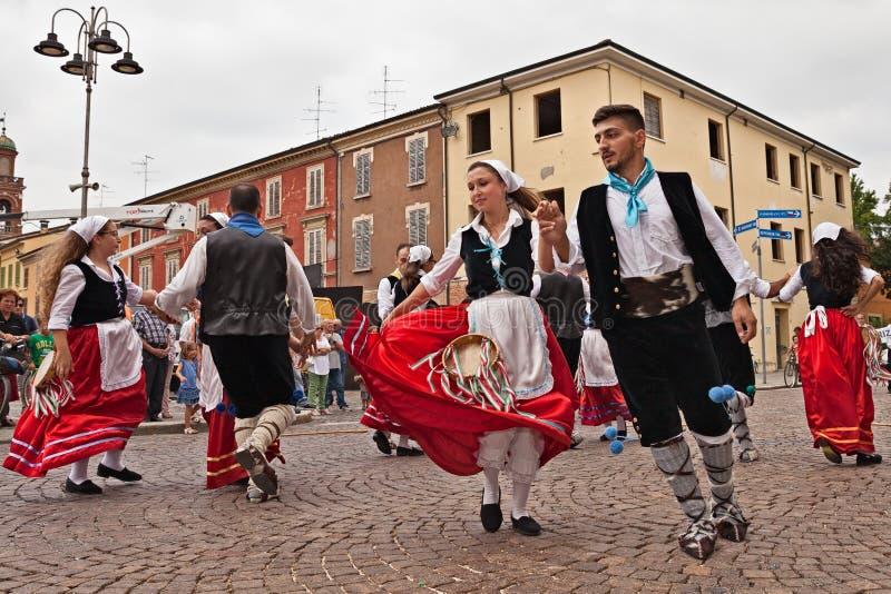 Ансамбль народного танца от Калабрии, Италии стоковое фото