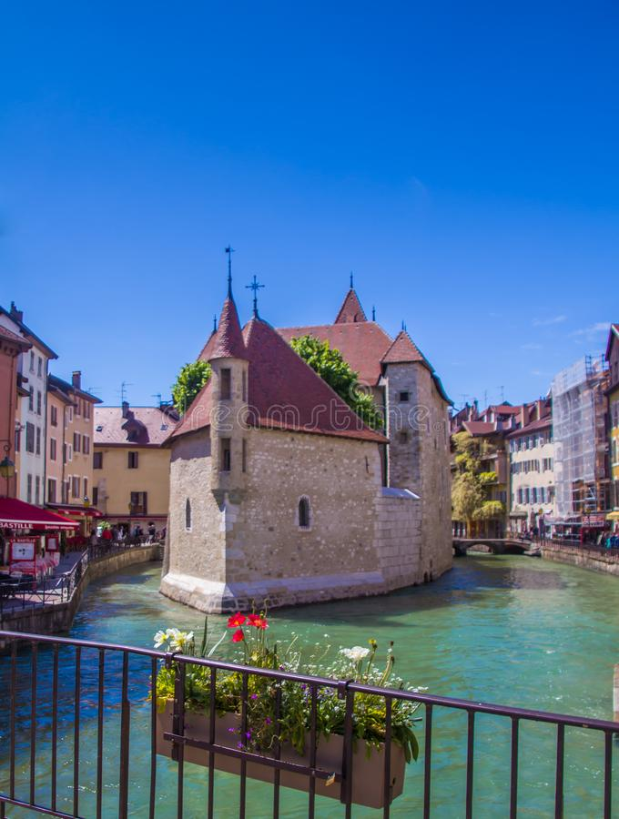 """Анси, Франция, живописный высокогорный городок в юго-восточной Франции, aka """"жемчуг французских горных вершин или """"Венеции Альп стоковое фото"""