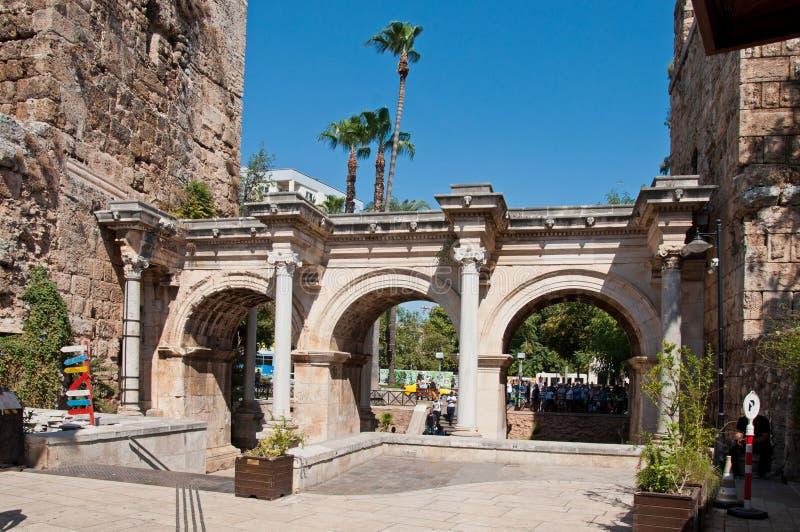 Анталья, Турция - 22-ое сентября 2018: Ворота Hadrian в старом районе Kaleici городка в Анталье, Турции стоковые изображения