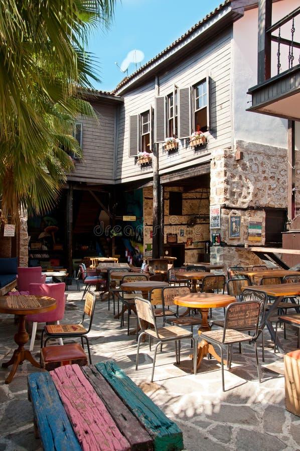 Анталья, Турция - 22-ое сентября 2018: Кафе улицы в старом городке Kaleici в Анталье, Турции стоковые изображения