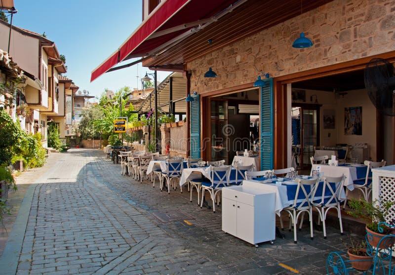 Анталья, Турция - 22-ое сентября 2018: Улица старого городка Kaleici в Анталье, Турции стоковые фото