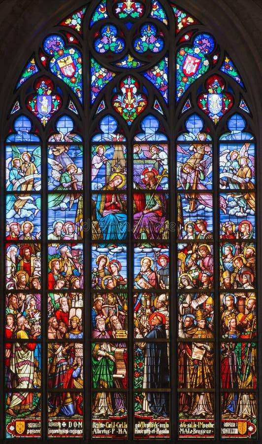 Антверпен - специализированная часть окна коронования гектолитра. Mary от собора нашей дамы стоковое фото