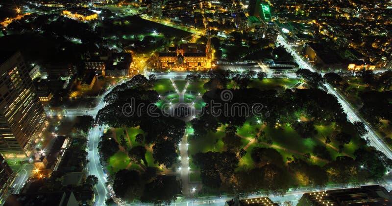 Антенна Гайд-парка Сиднея на ноче стоковое изображение rf
