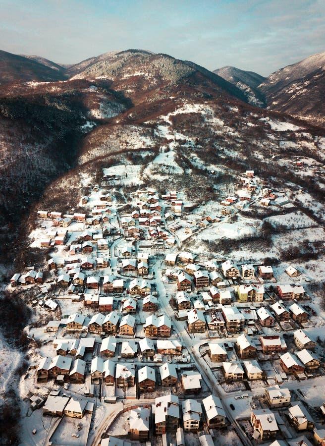 Антенна небольшого горного села стоковые фото