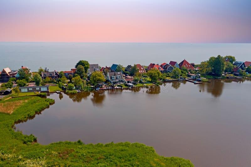 Антенна от традиционной деревни Uitdam на IJsselmeer в Нидерланд стоковые изображения rf